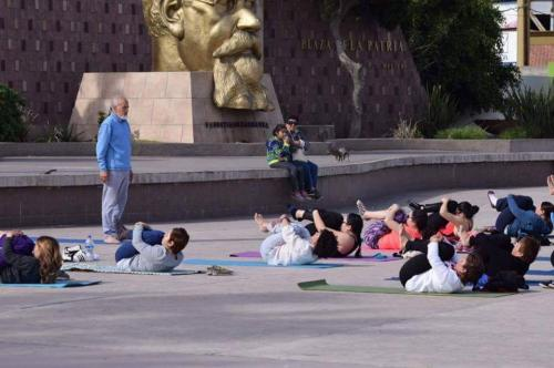 Clase de Yoga en Plaza  Civica 18 enero 2016