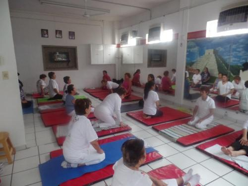 clase de yoga 001